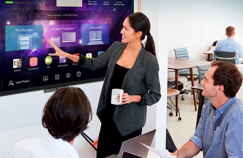 A BenQ képernyők ellenőrzik a levegőminőséget, hogy tisztán és biztonságban tartsák a munkahelyeket