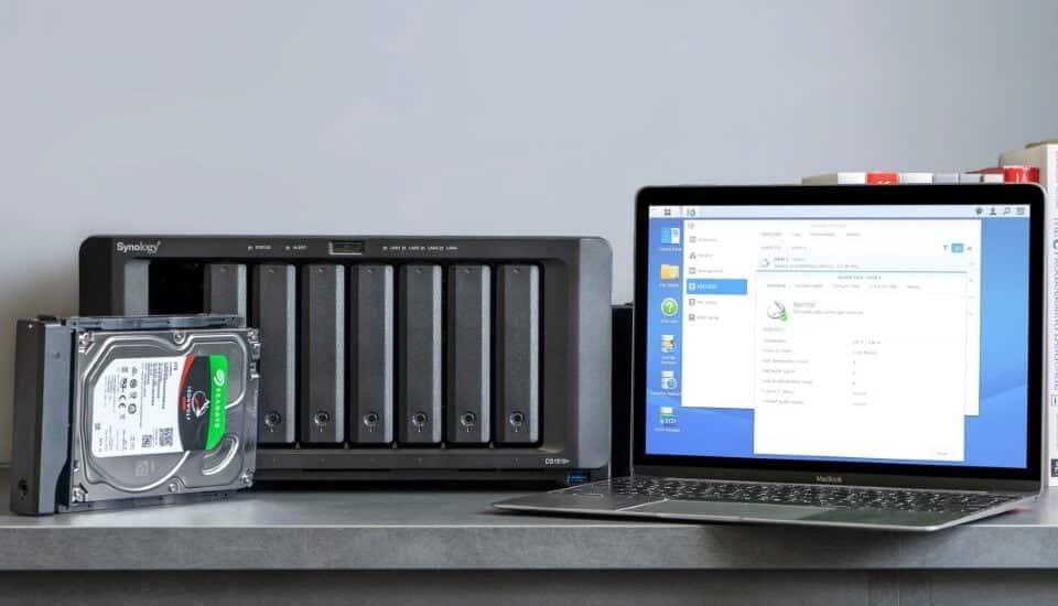 SYNOLOGY: Miért használj NAS-hoz tervezett merevlemezeket az asztali változatok helyett?