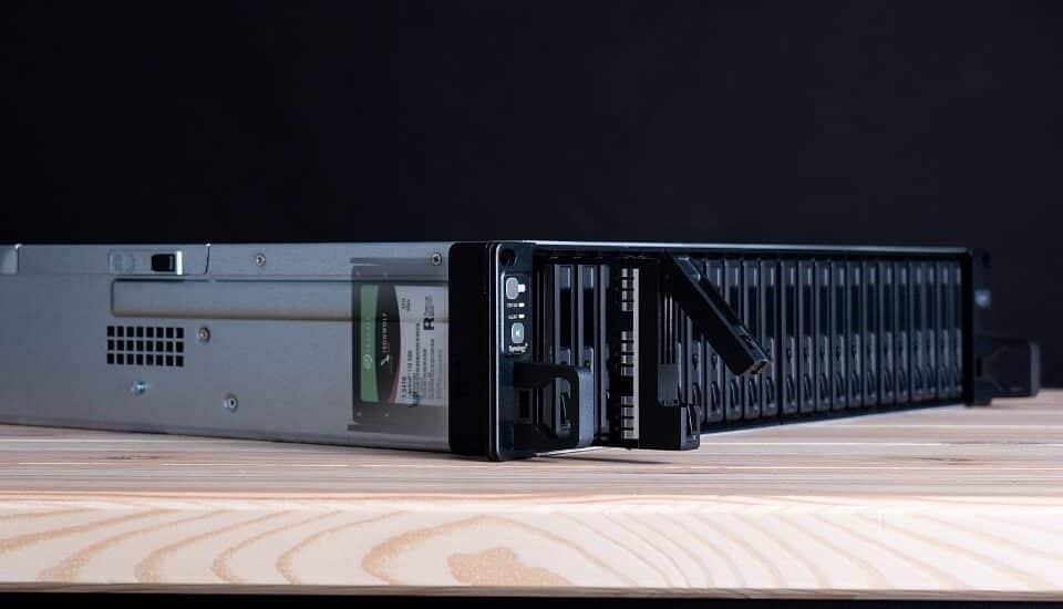 Synology - Hogyan befolyásolják a vállalati SSD-k a NAS-ok teljesítményét?