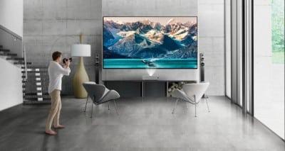 A BenQ bemutatja az új 4K felbontású, ultrarövid vetítőtávolságú lézeres TV projektorát