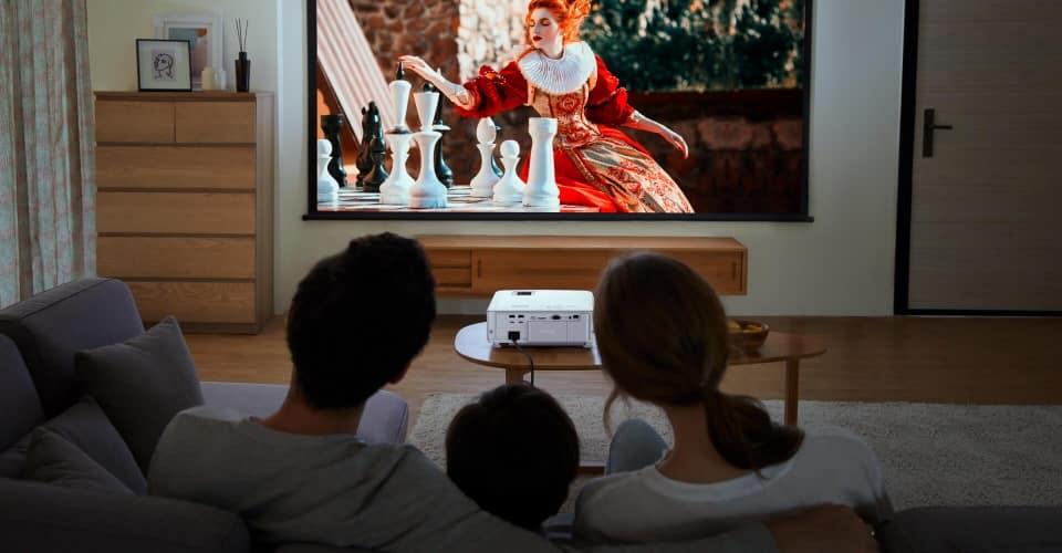 A BenQ bemutatta a valódi 4K felbontású, HDR okos házimozi projektorát